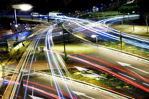 Imagen abstracta de luces en la ciudad.