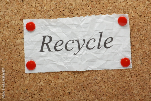 The word Recycle on a cork notice board