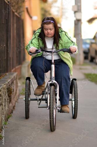 femme trisomique faisant du sport