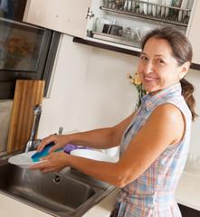 woman washing kitchenware