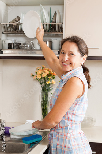 housewife  washing kitchenware