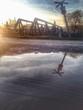 eisenbahn brücke und wasser reflektion