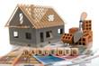 Baufinanzierung symbolisiert durch Rohbau, Geld und Ziegel