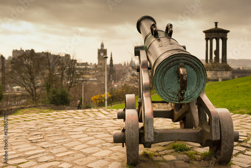 Cannon pointing towards the City of Edinburgh.