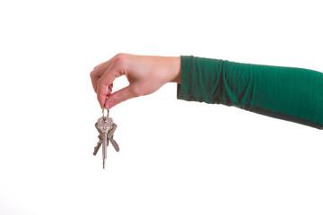 Hand reicht Schlüsselbund