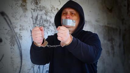 Hostage in handcuffs episode 3