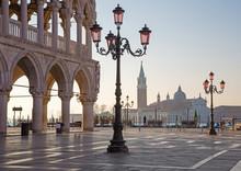Venedig - Dogenpalast und dem Markusplatz im Morgen