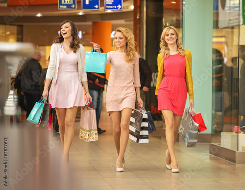 Three self-cofident friends on the shopping