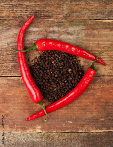 A triangle made of chilli peppers and allspice in the middle