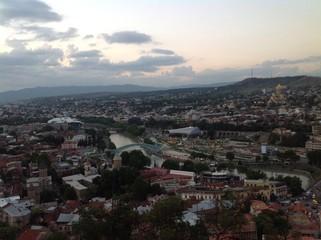 вечерняя панорама Тбилиси - грузинской столицы