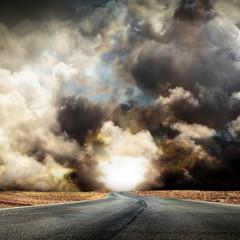 strada nella tempesta
