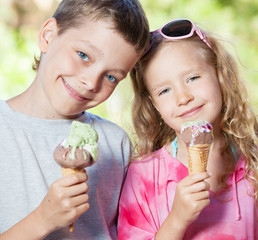 Children with ice cream