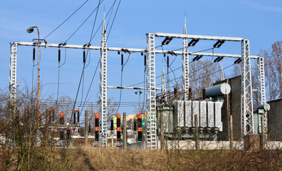 Transformer high voltage distribution stations