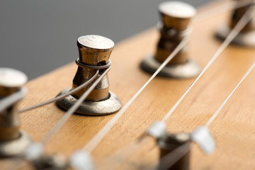 Tuning machines on electric guitar