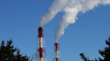 工場の煙突ズーム