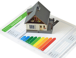 Модель дома и бланк энергетического паспорта