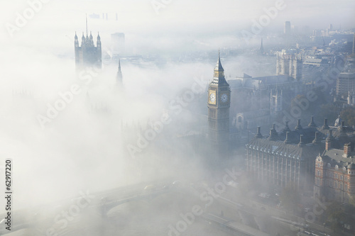 Foto op Plexiglas Londen Heavy fog hits London