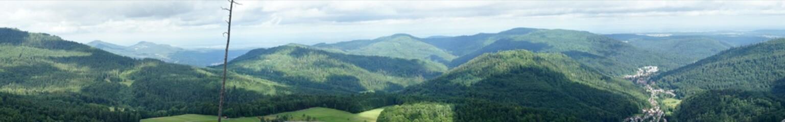 Panoramablick auf den Nordschwarzwald in Deutschland