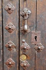 Remaches de puerta