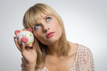 Mädchen und ihr Sparschwein