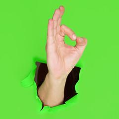 Hand zeigt das OK Zeichen