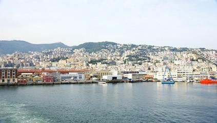 Panorámica del puerto de Génova, Italia