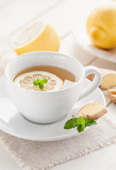 Wohntuender zitronen-Ingwer Tee