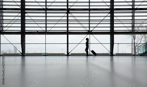 Papiers peints Aeroport Traveler in airport terminal