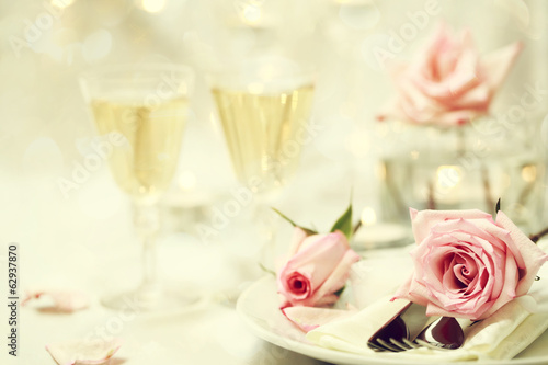 Table setting with pink roses