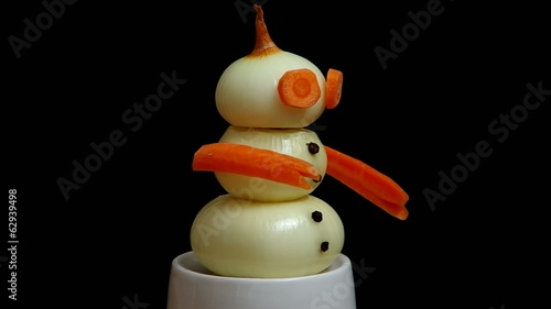 Snowman made ​​from onions and carrots
