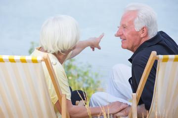 Senioren im Liegestuhl