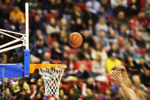 canvas print picture Scoring the winning points at a basketball game