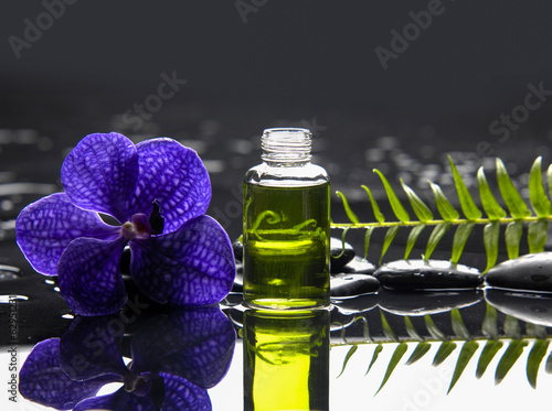 Poster Spa Purple orchid and massage oil ,fern on wet background