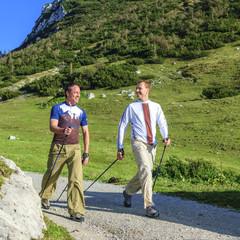 Männer beim Walken