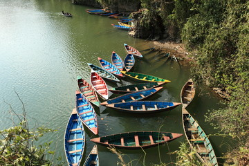 Ruderboote auf dem See Pokhara