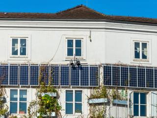 Sonnenkollektoren auf einem Wohnhaus