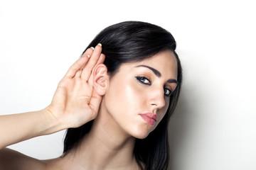 ragazza che ascolta