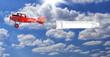 biplano rosso con striscione