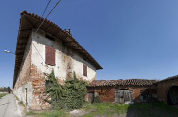 farmhouse in the Italian countryside