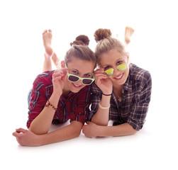 Teenager mit Sonnenbrillen