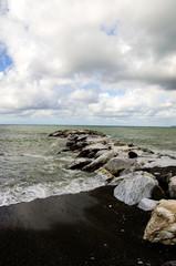 Mare in burrasca, vento, onde, schiuma
