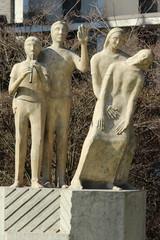 Statue Lebenszyklus am Marienhospital in Kevelaer