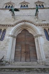Palazzo dei Priori, gate front of Piazza IV Novembre