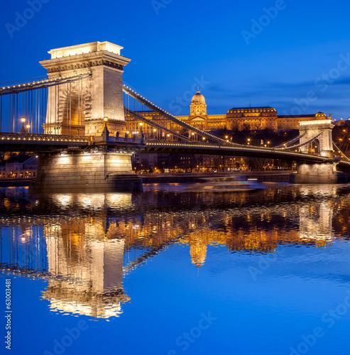 Zdjęcia na płótnie, fototapety, obrazy : Budapest castle and chain bridge in the evening, Hungary