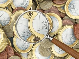Euromünzen mit Lupe