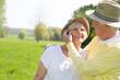 Paar lebt vital im alter