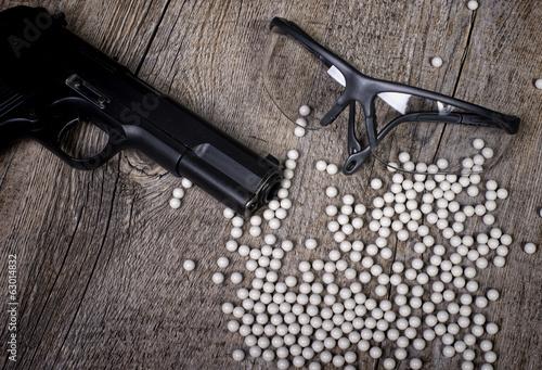 Leinwanddruck Bild airsoft gun with glasses