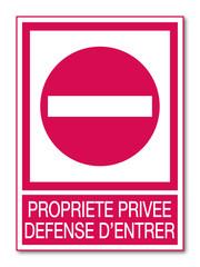 Panneau propriété privée. Défense d'entrer.