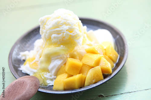 Shaved Ice dessert with Fresh Mango