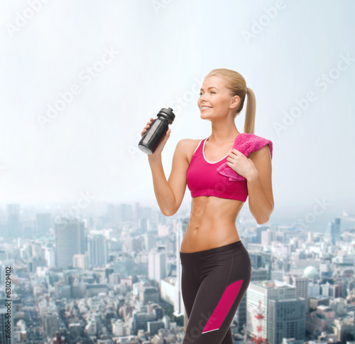 sporty woman drinking water from sportsman bottle